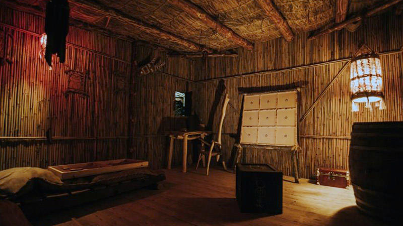 Natural island escape room with authentic walls and furniture. There are no apparent hints, clues or quest objects anywhere.