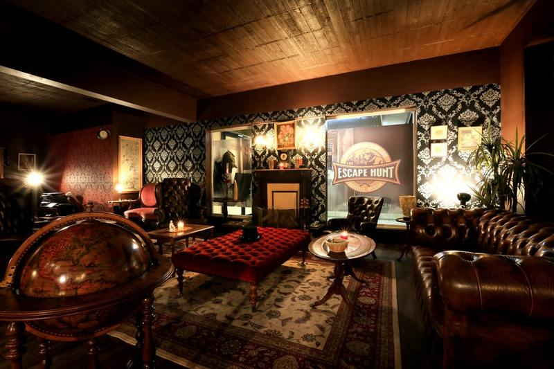 Escape room set up that could be a well-decorated living room.