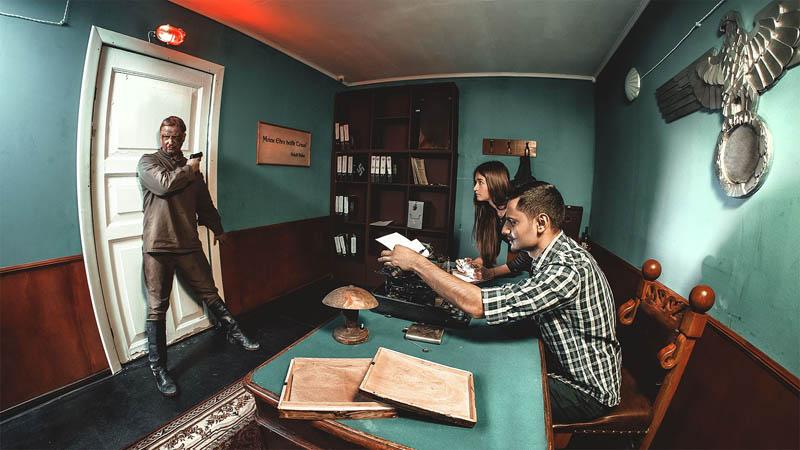 Action scene in a cinematographic escape room.