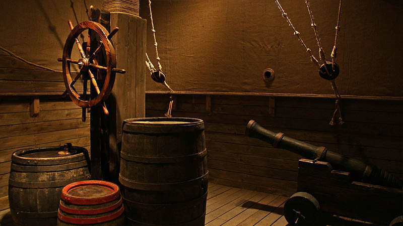 This pirate room features many interesting objects, but only several will be useful. It might irritate individual players.